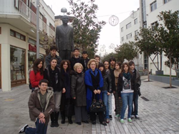 Τον Δήμο Περιστερίου επισκέφθηκαν στις 12 Ιανουαρίου 2010 μαθητές από την  Λάρισα d9bd36f2f62