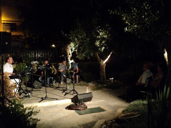 Από την όμορφη βραδιά στον κήπο στο Πολιτιστικό Κέντρου Λόφου Αξιωματικών