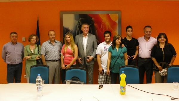 Α. Παχατουρίδης και Αλ. Σταυρούλιας με τους μαθητές, γονείς και εκπαιδευτικούς