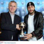 Ο Δήμαρχος Περιστερίου βράβευσε τον ποδοσφαιριστή του Ατρόμητου Κ.Μήτρογλου