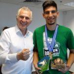 Ο Δήμος Περιστερίου τίμησε τον Πρωταθλητή Ευρώπης στο μπάσκετ Διονύση Σκουλίδα