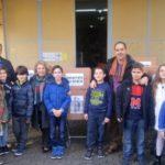 """Προσφορά τροφίμων από τους μαθητές των Εκπαιδευτηρίων """"Νέα Παιδεία"""" στο Κοινωνικό Παντοπωλείο Δήμου Περιστερίου"""